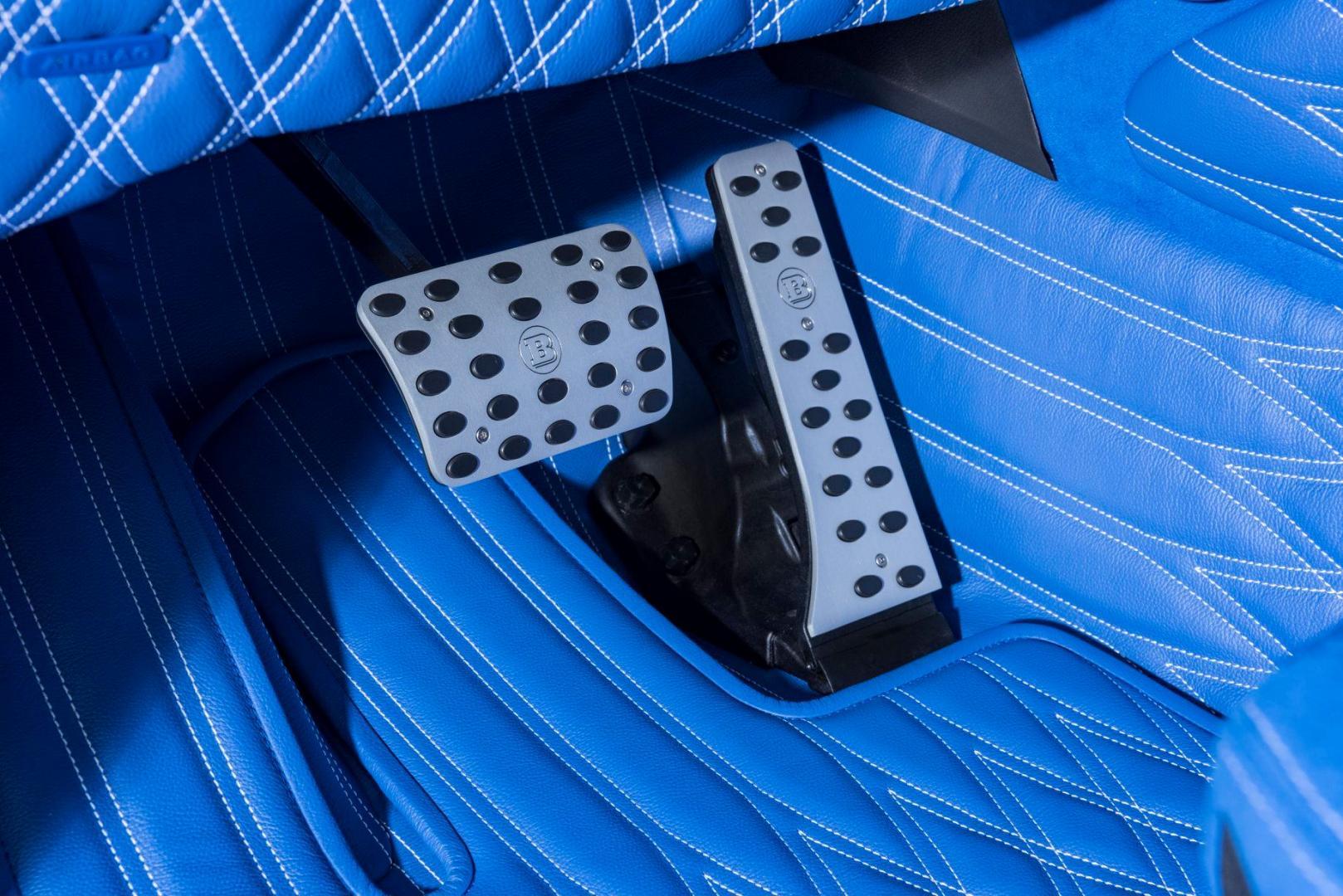 blauw interieur brabus mercedes-amg g 63 pedalen