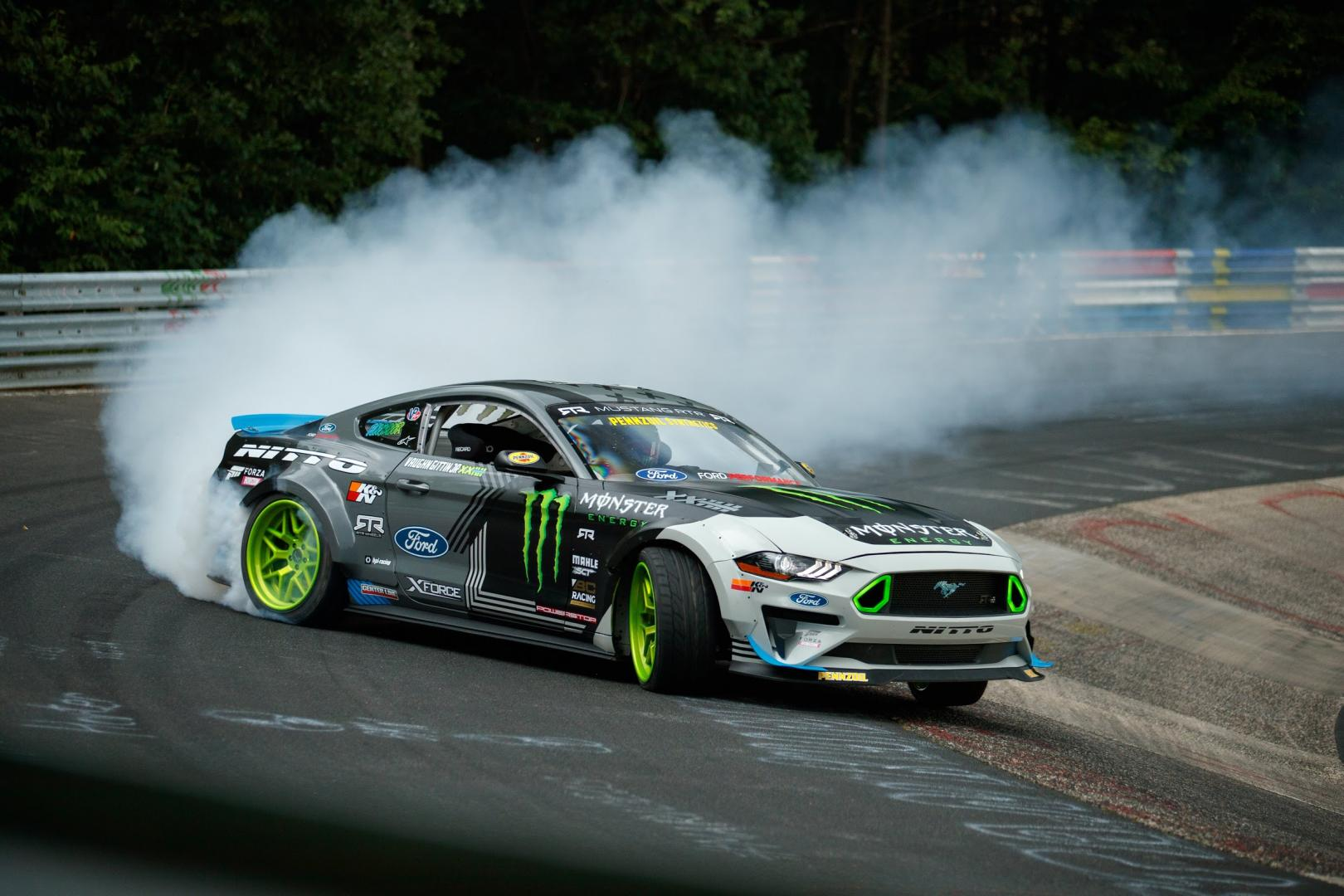 Ford Mustang drift gehele nurburgring rond