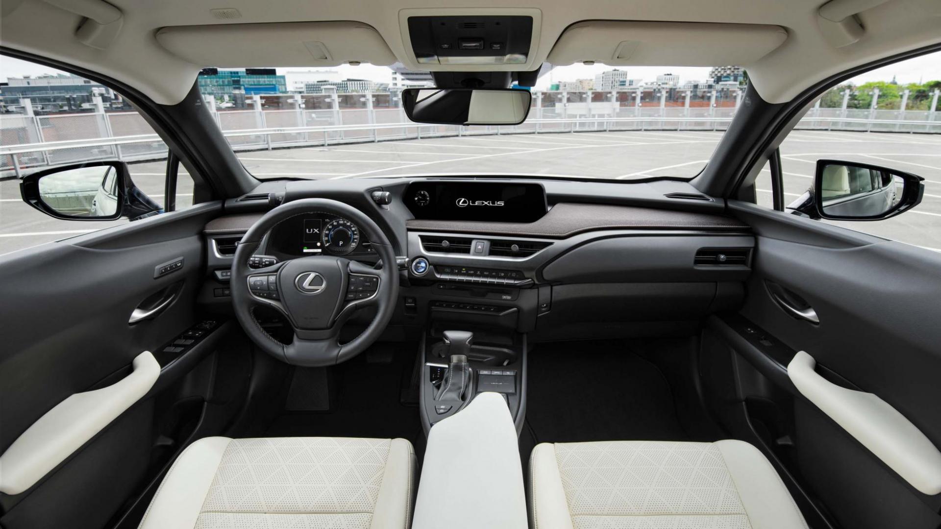Lexus UX 250h interieur 1e rij-indruk