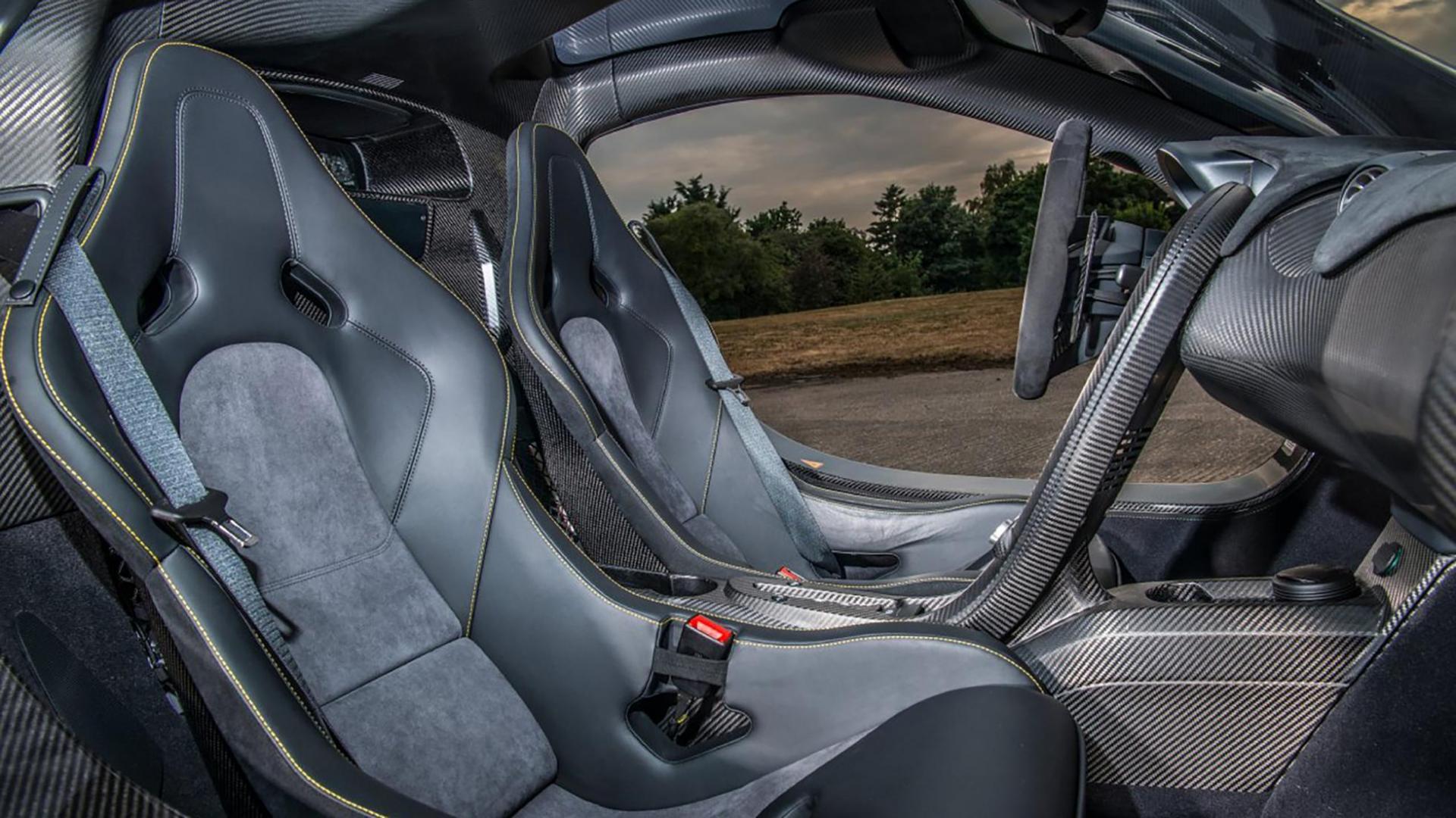 McLaren P1 Jenson Button interieur stoelen