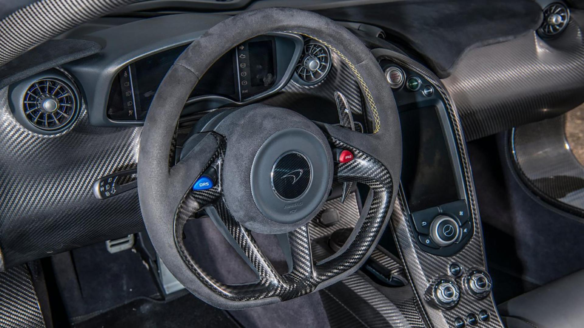 McLaren P1 Jenson Button interieur