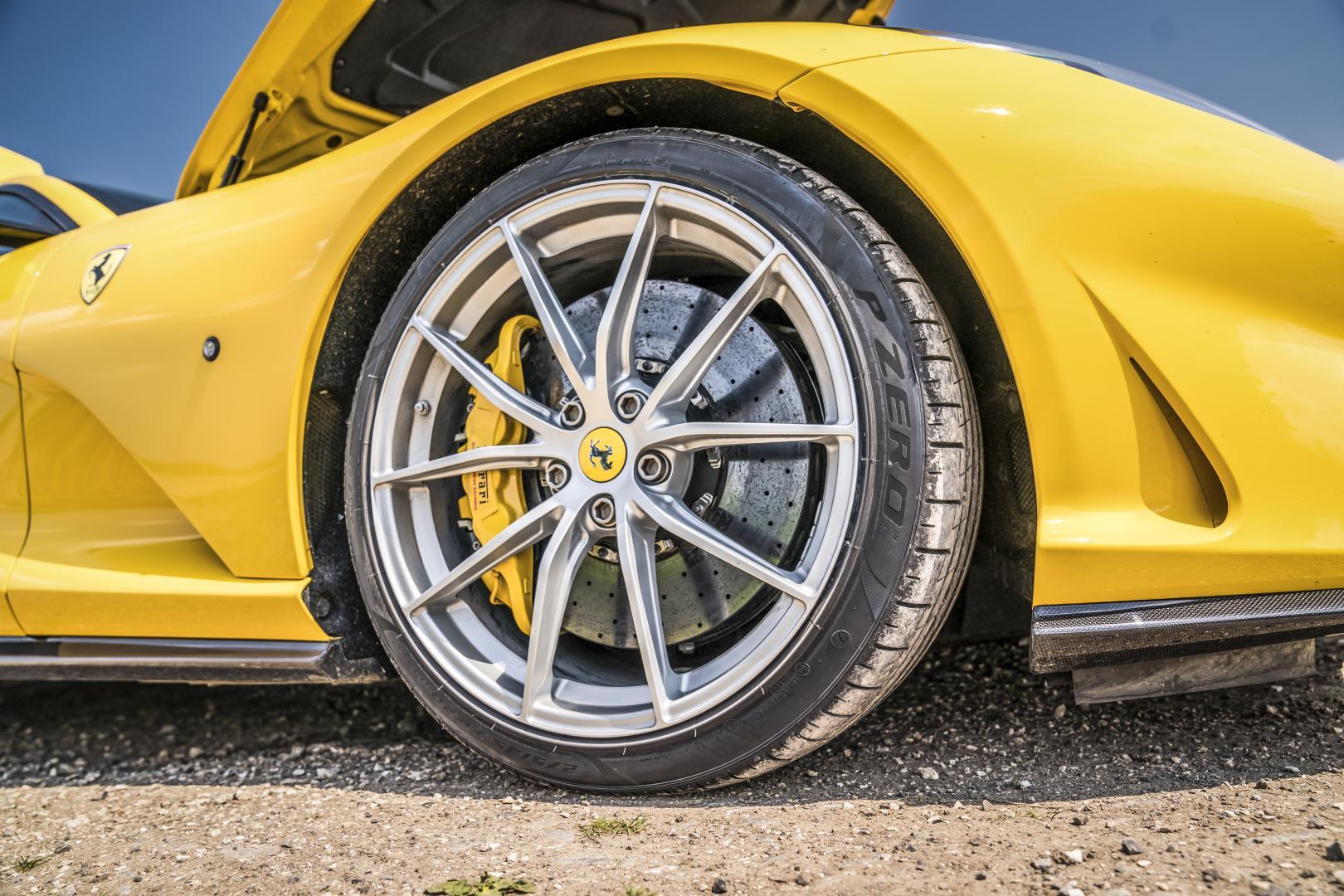 Ferrari 812 Superfast wiel