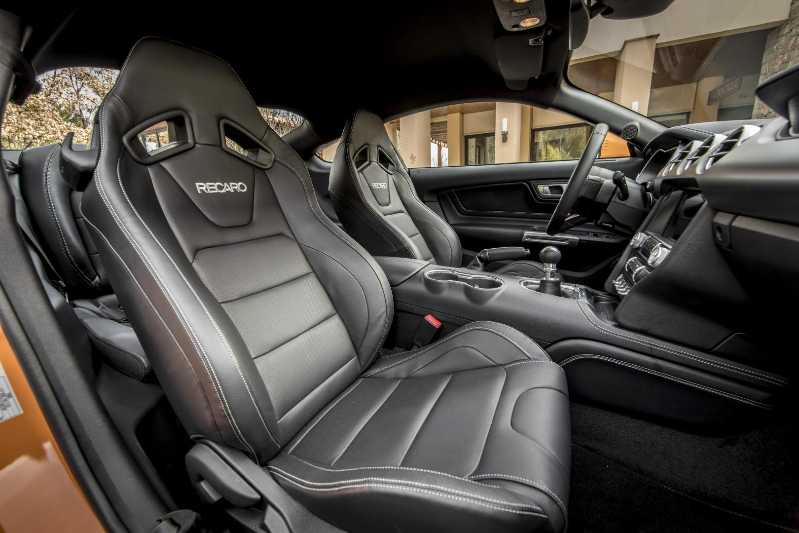 Ford Mustang Fastback GT 5.0 V8 interieur
