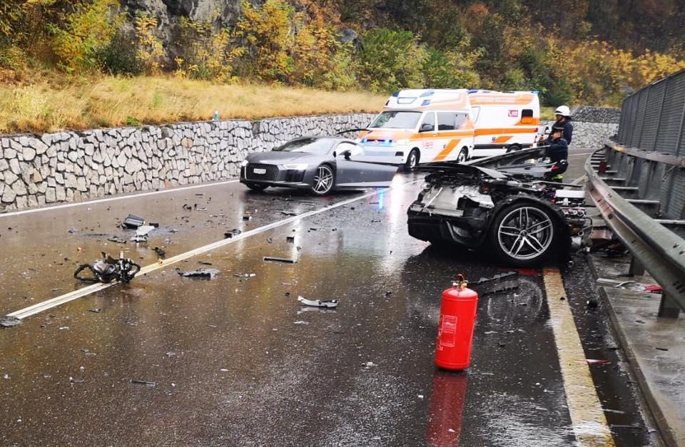 Audi R8 doormidden na crash