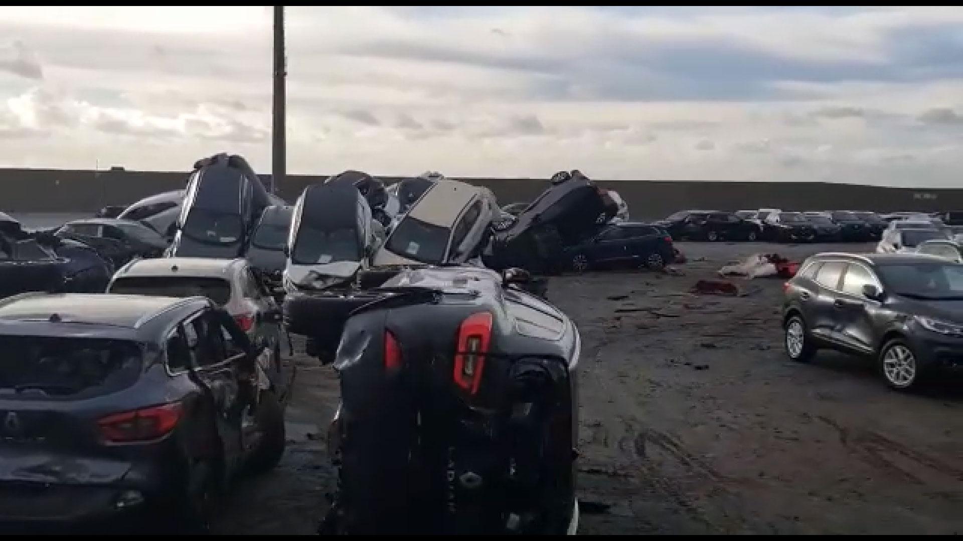 Honderden Maserati's in de as gelegd na brand