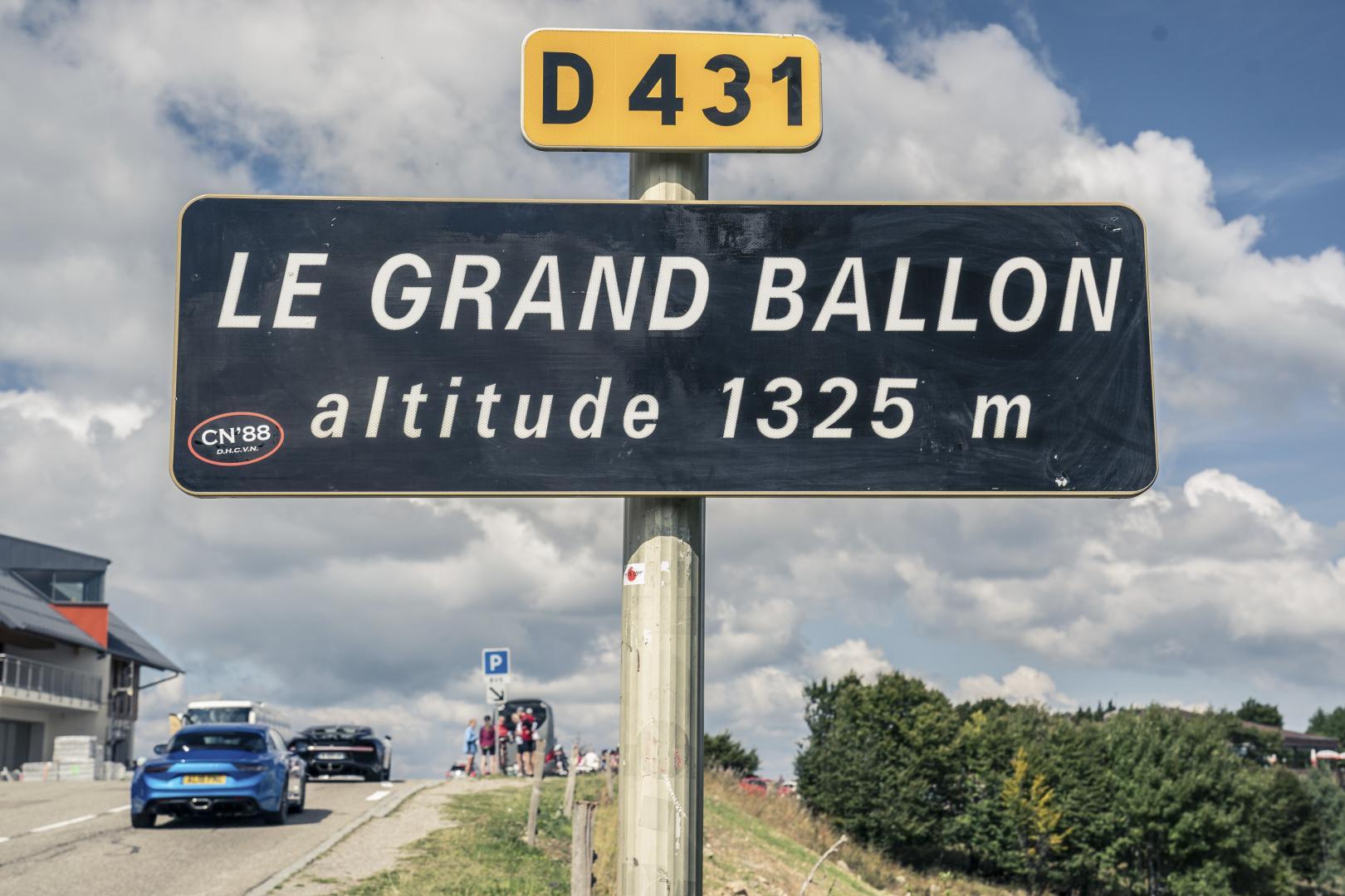 Bugatti Chiron vs Alpine A11019