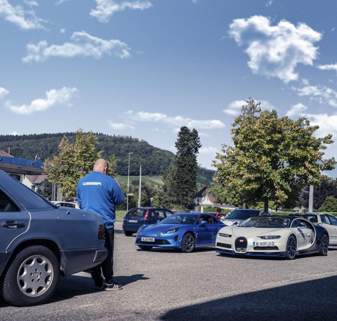 Bugatti Chiron vs Alpine A110