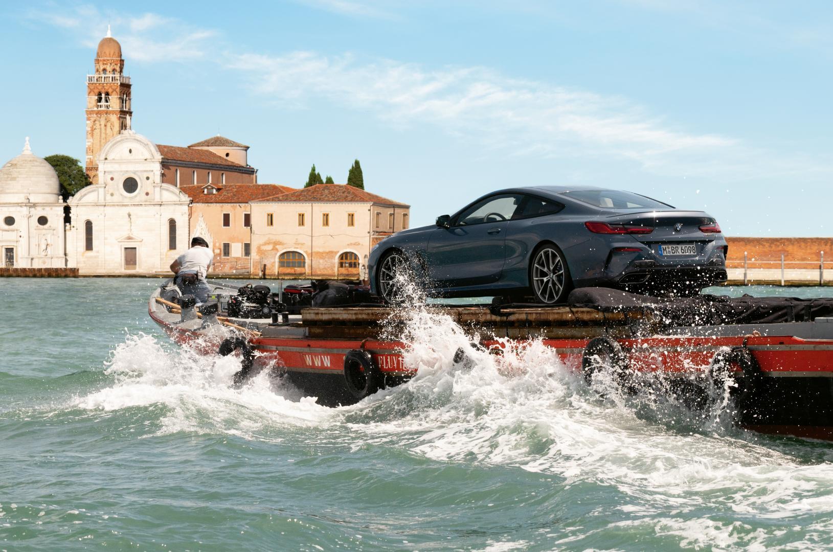 BMW 850i doet Venetië