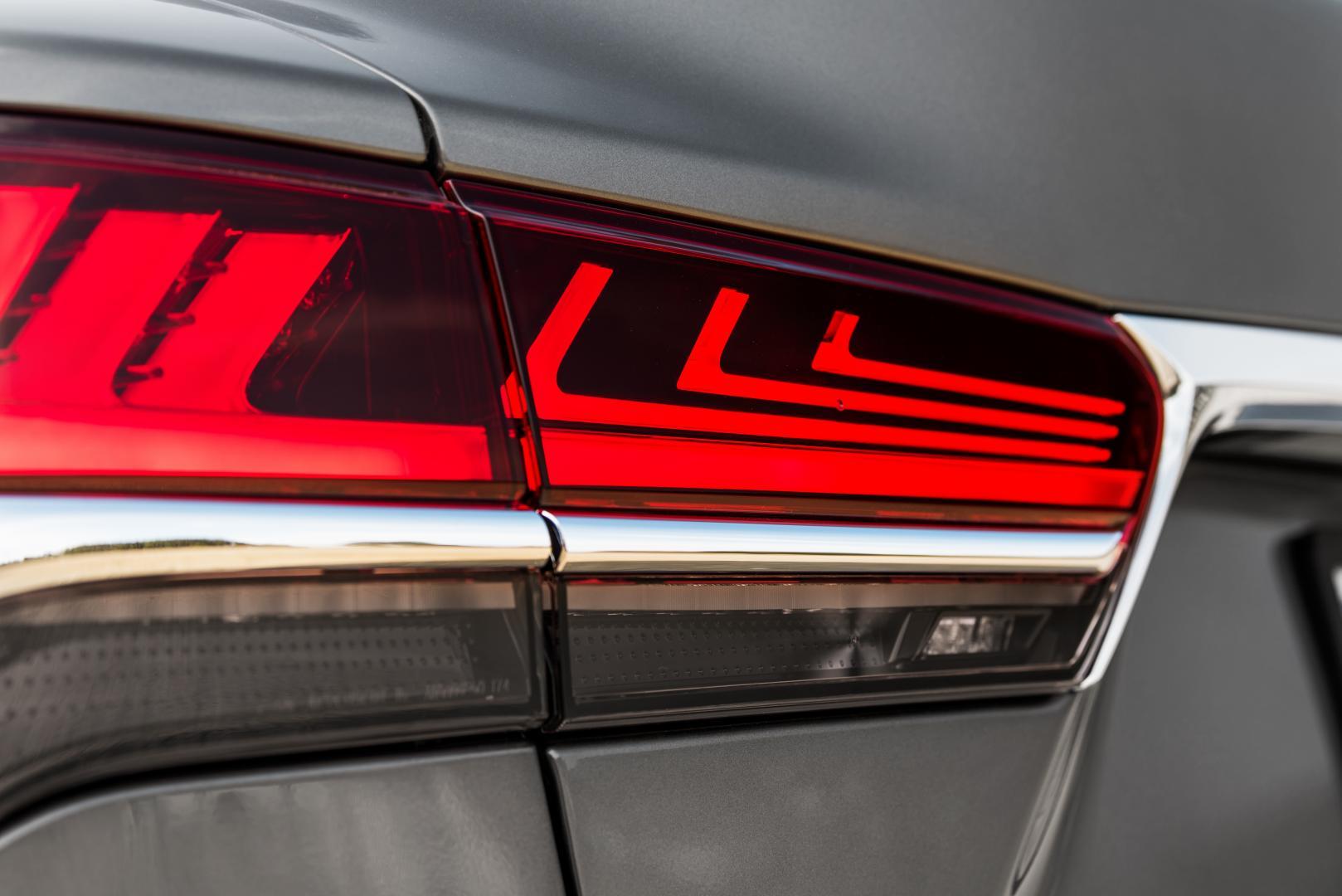 Lexus LS 500 AWD President Line achterlicht