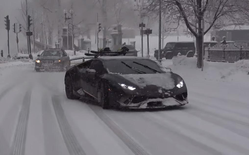 Lambo blijkt beter te zijn in de sneeuw