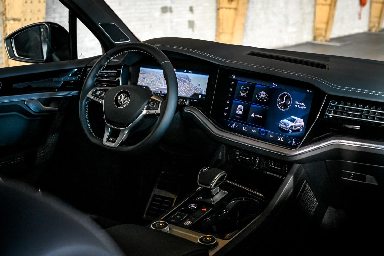 Volkswagen Touareg R-Line Black Style dashboard