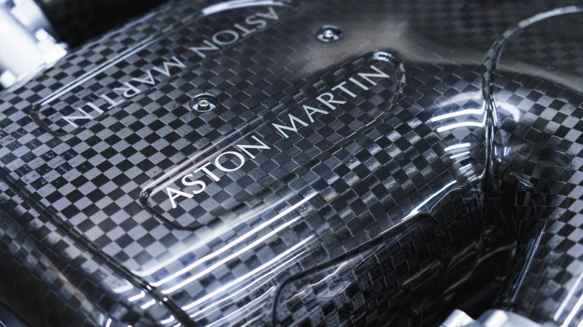 Aston Martin Valkyrie V12 schreeuwt naar 11.000 tpm