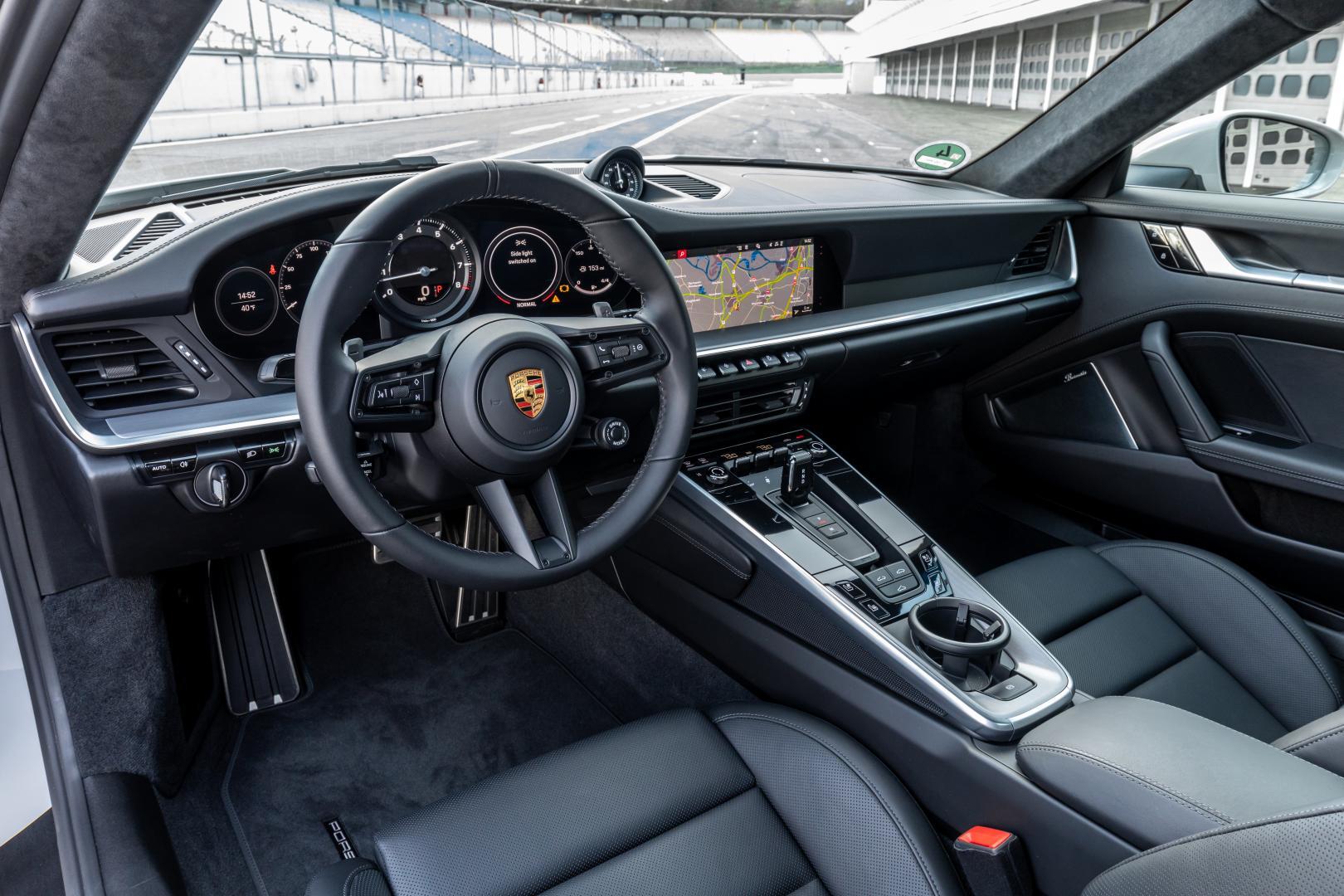 Porsche 911 992 interieur op Hockenheimring