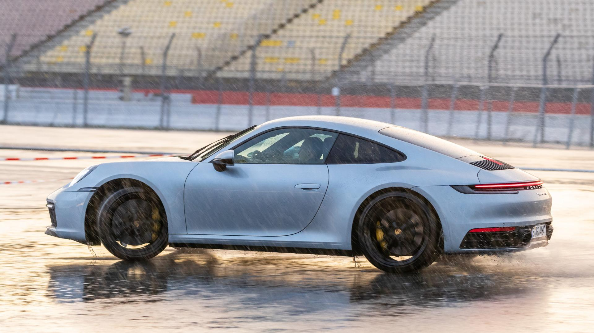 Porsche 911 992 wet mode drifting
