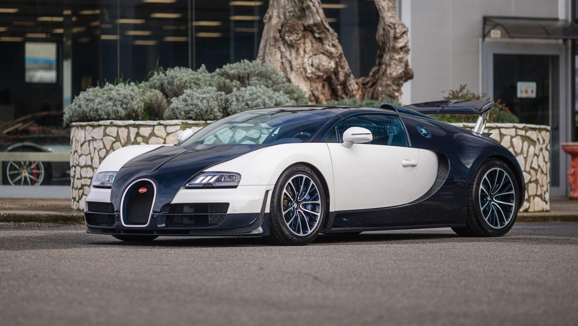 Bugatti Veyron 16.4 Grand Sport VitesseBugatti Veyron 16.4 Grand Sport Vitesse