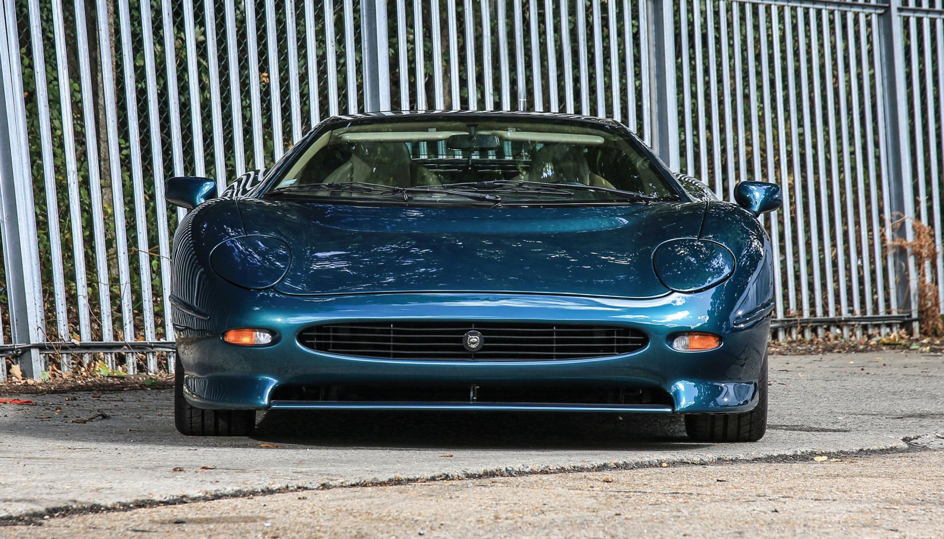 Klapkoplampen van de Jaguar XJ220