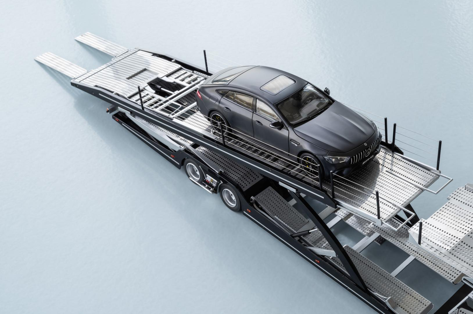 Mercedes-AMG GT 63 S 4-Door op trailer
