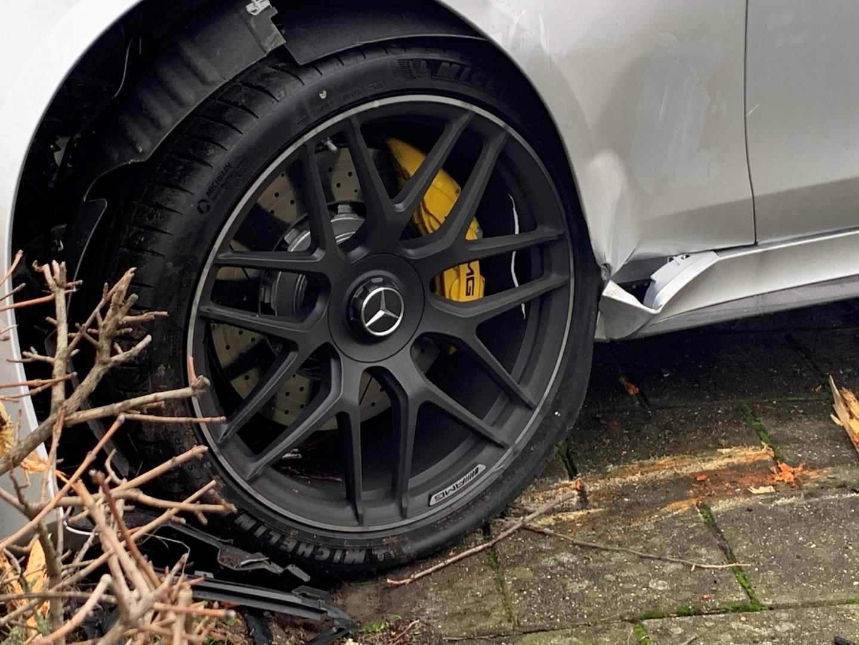 Mercedes-amg gt 63 s crash nederland