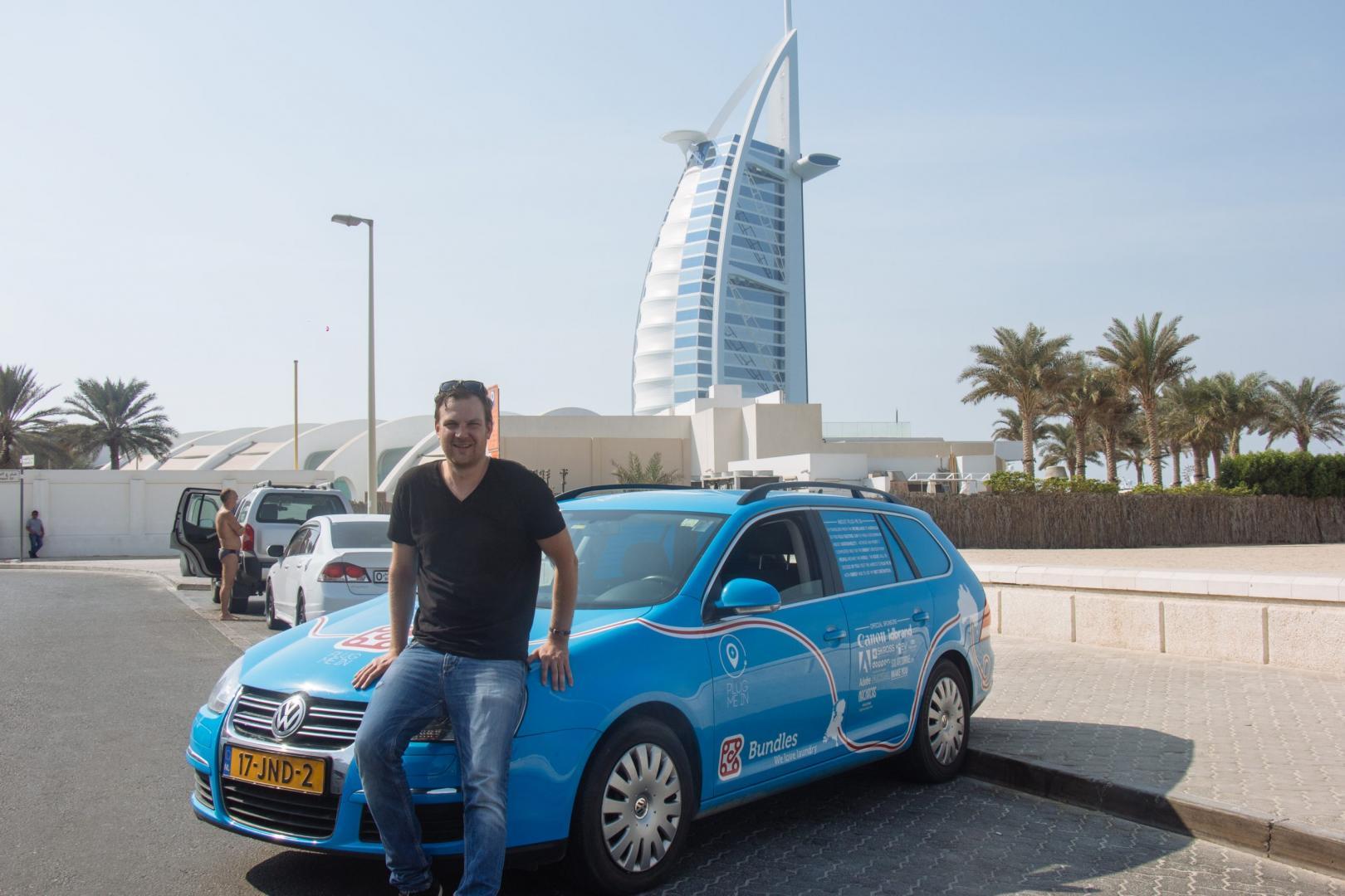 Wiebe Wakker met Volkswagen Golf in Dubai - Burj Al Arab