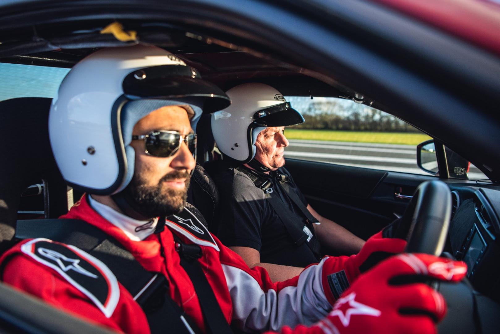 Blinde man rijdt over TopGear Test Track