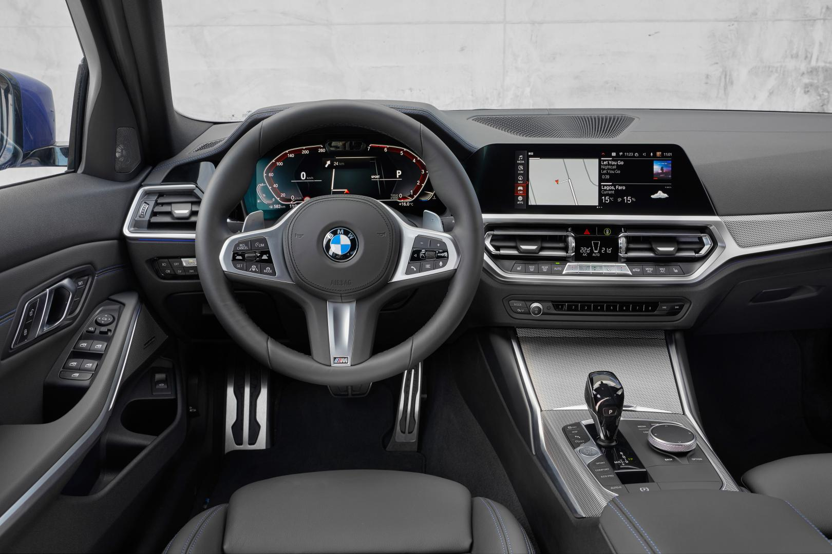BMW 330i interieur dashboard