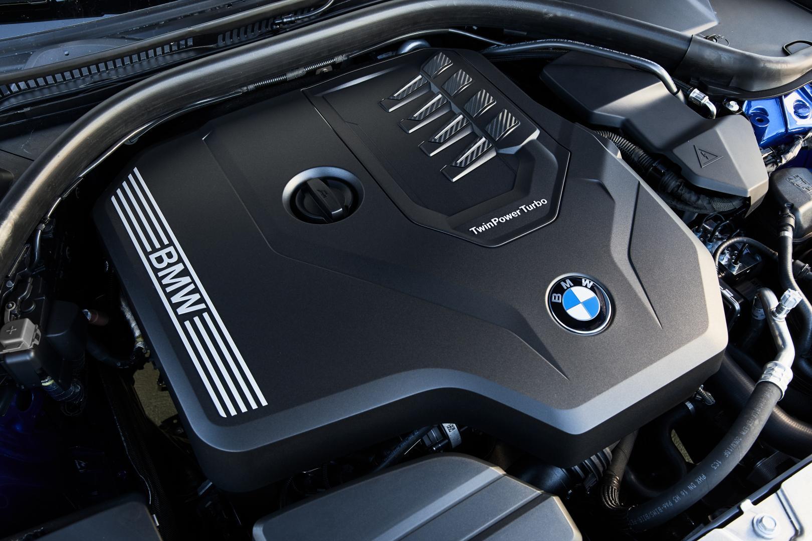 BMW 330i zes-in-lijn motor