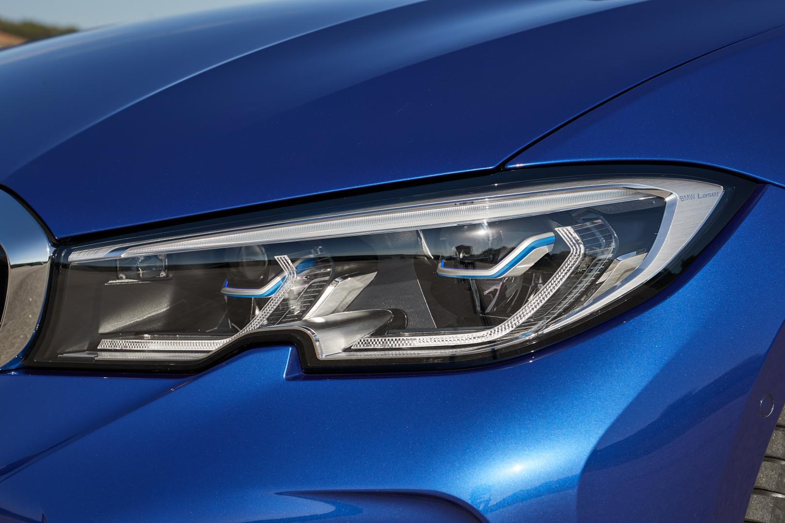 BMW 330i koplampen