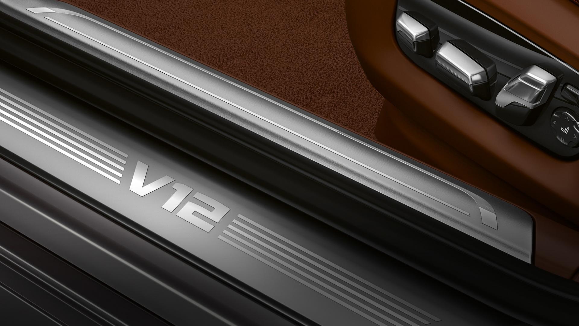 BMW M760Li V12