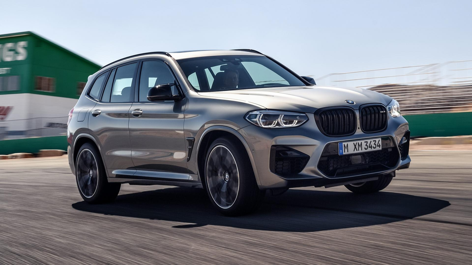 BMW X3 M op Willow Springs circuit