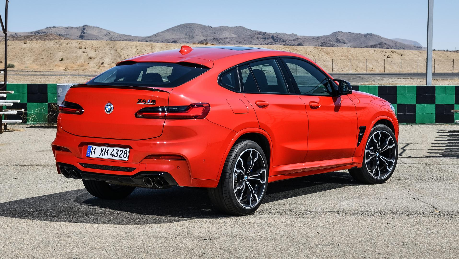 BMW X4 M in de pits