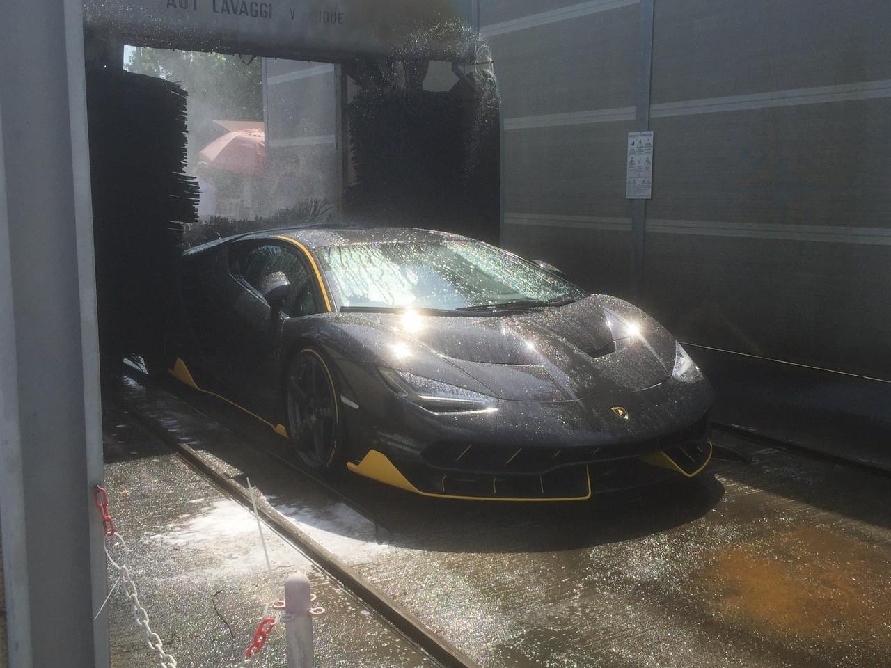 Lamborghini Centenario wasstraat