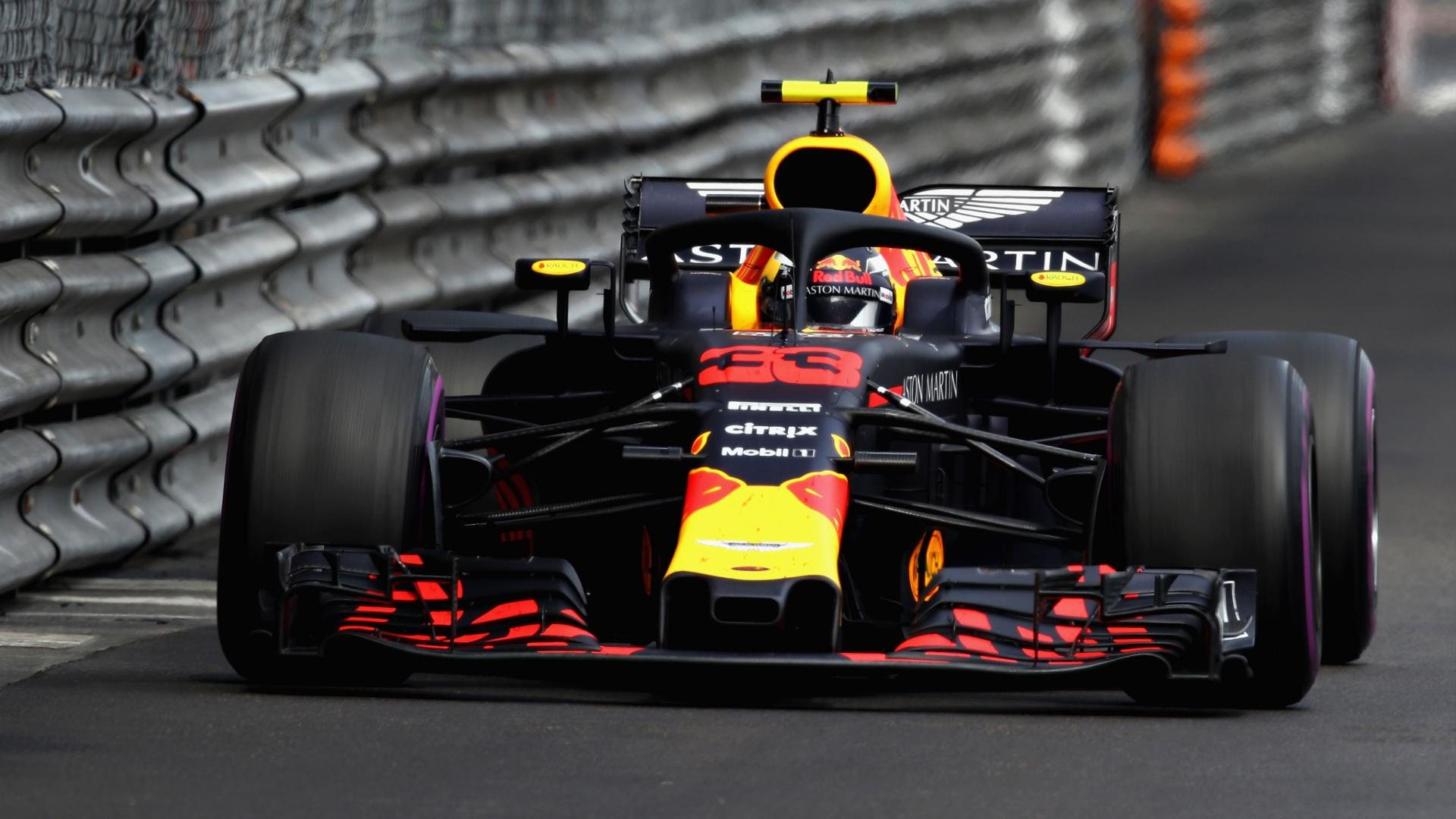 Max Verstappen in de Red Bull RB14 in Monaco