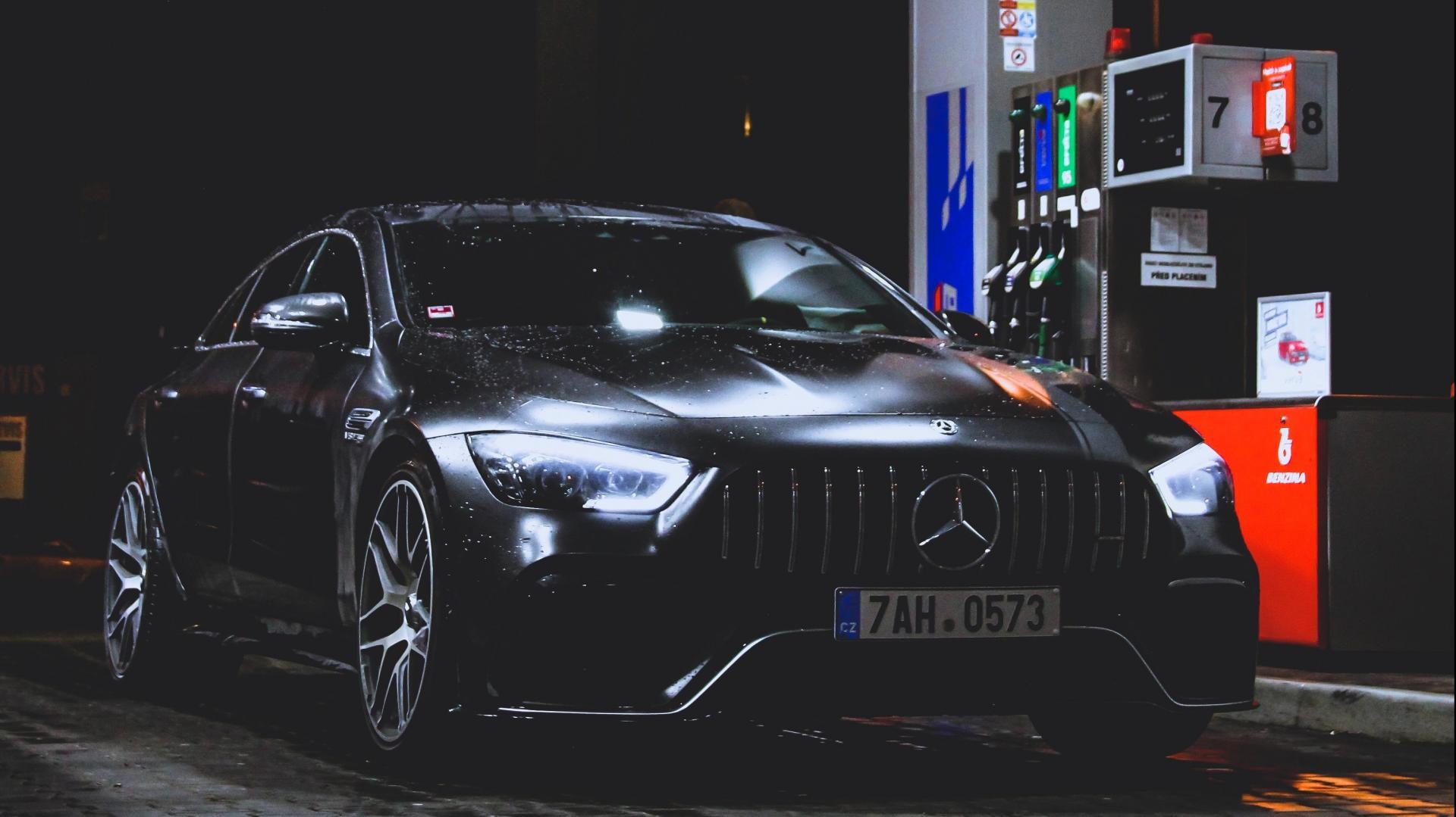 Mercedes-AMG GT 4-door Tankstation