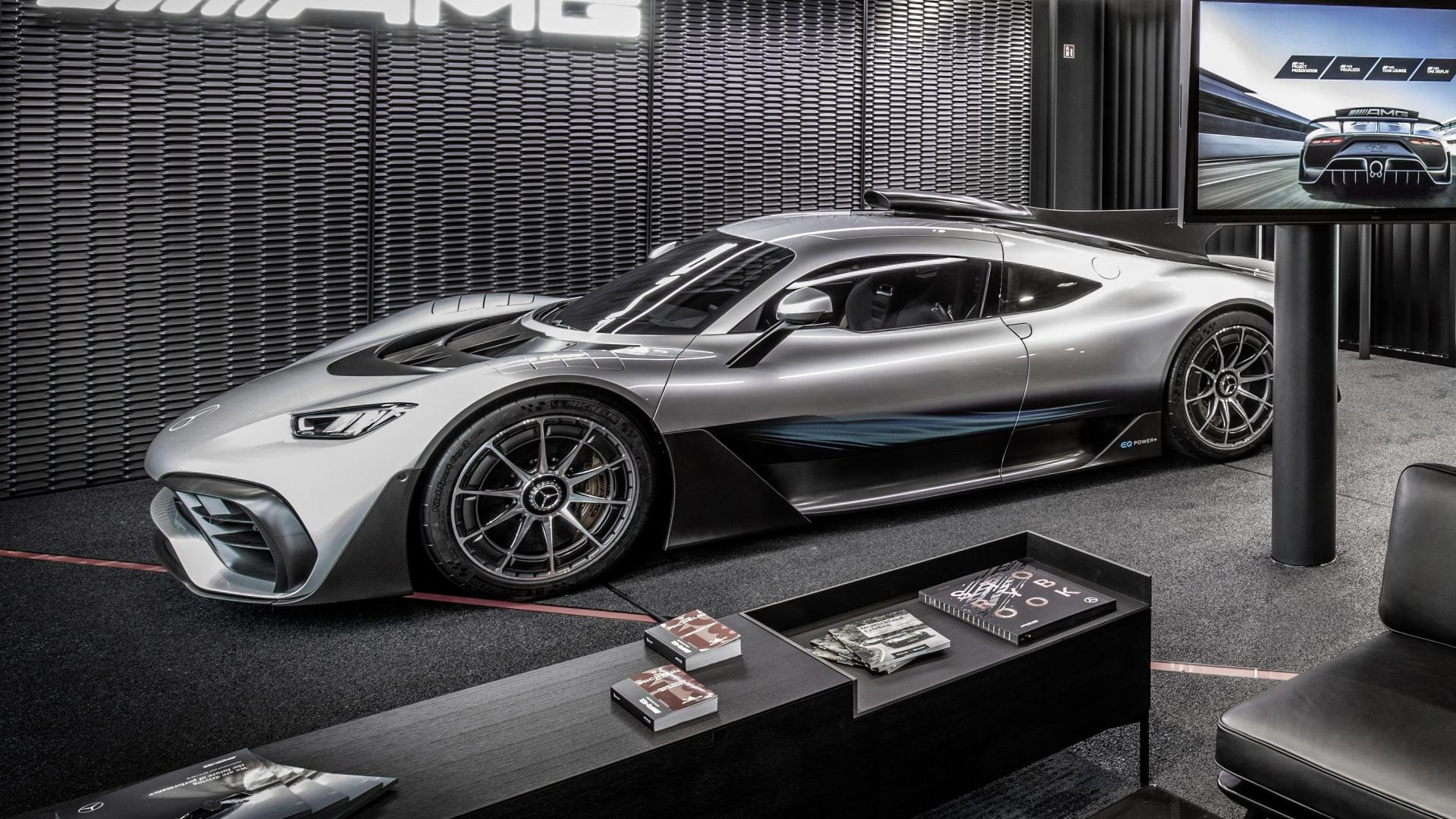 mercedes amg one aanbetaling in ruil voor handschoenen. Black Bedroom Furniture Sets. Home Design Ideas