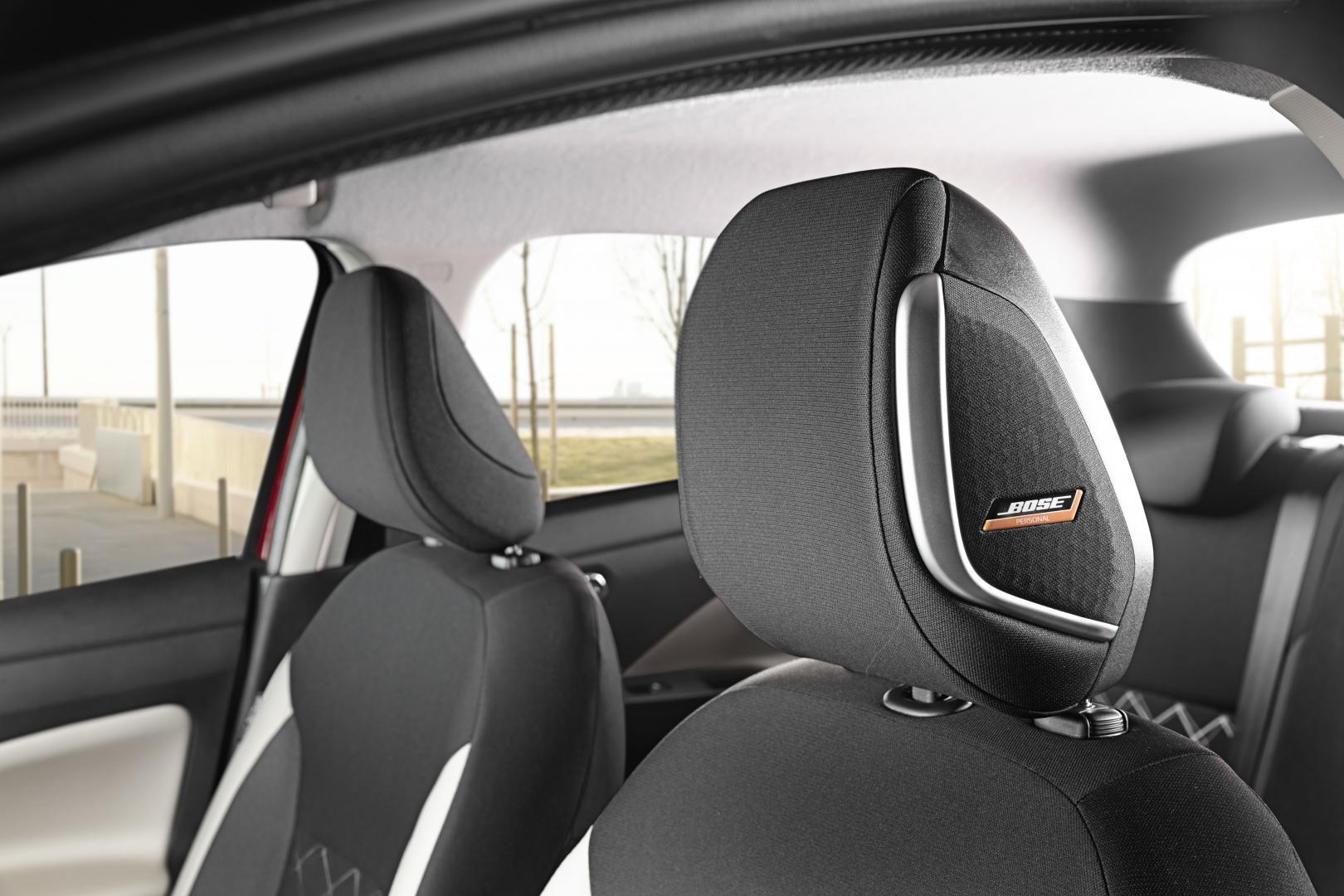 Nissan Micra 2019 hoofdsteunen bose speakers