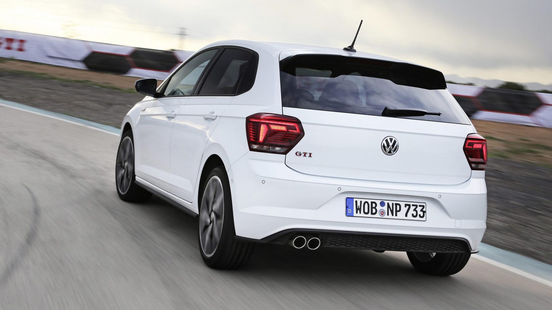 Witte Volkswagen Polo GTI met handbak