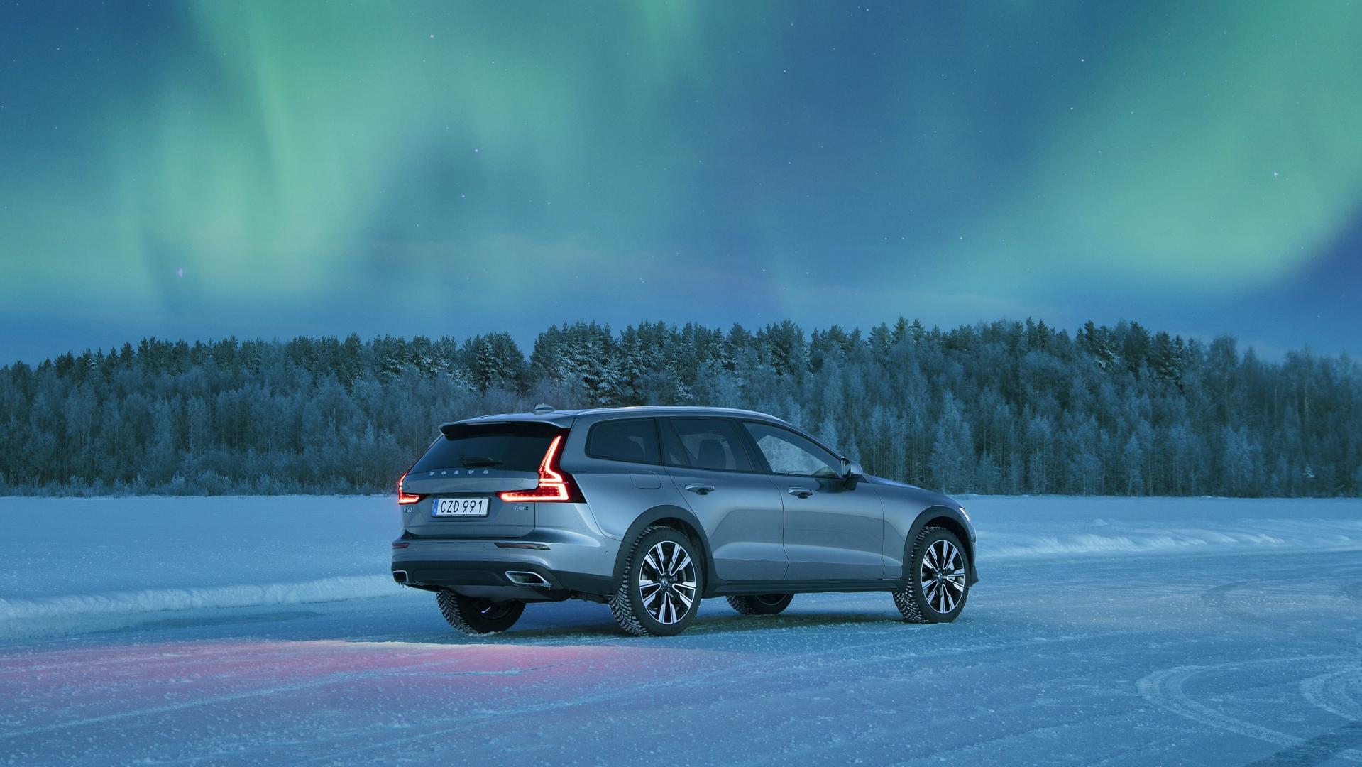 Volvo V60 Cross Country Noorderlicht Poollicht