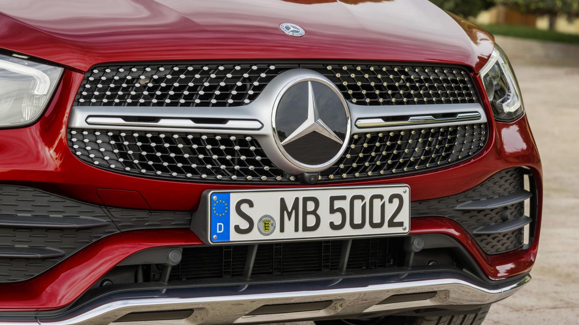 Mercedes GLC Coupé-facelift rood grille