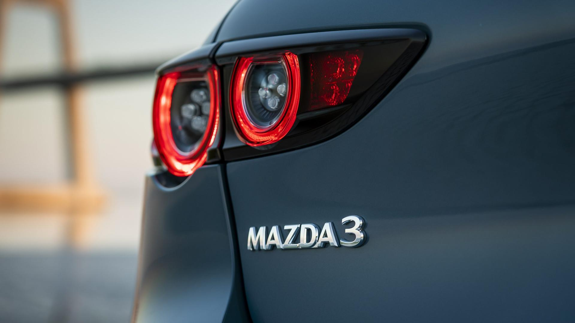 Mazda 3 2.0 SkyActiv-G 122 6MT Hatchback badge