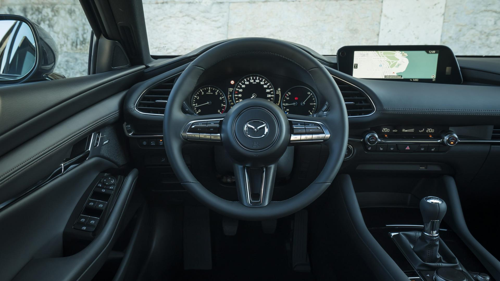 Mazda 3 2.0 SkyActiv-G 122 6MT Hatchback interieur dashboard