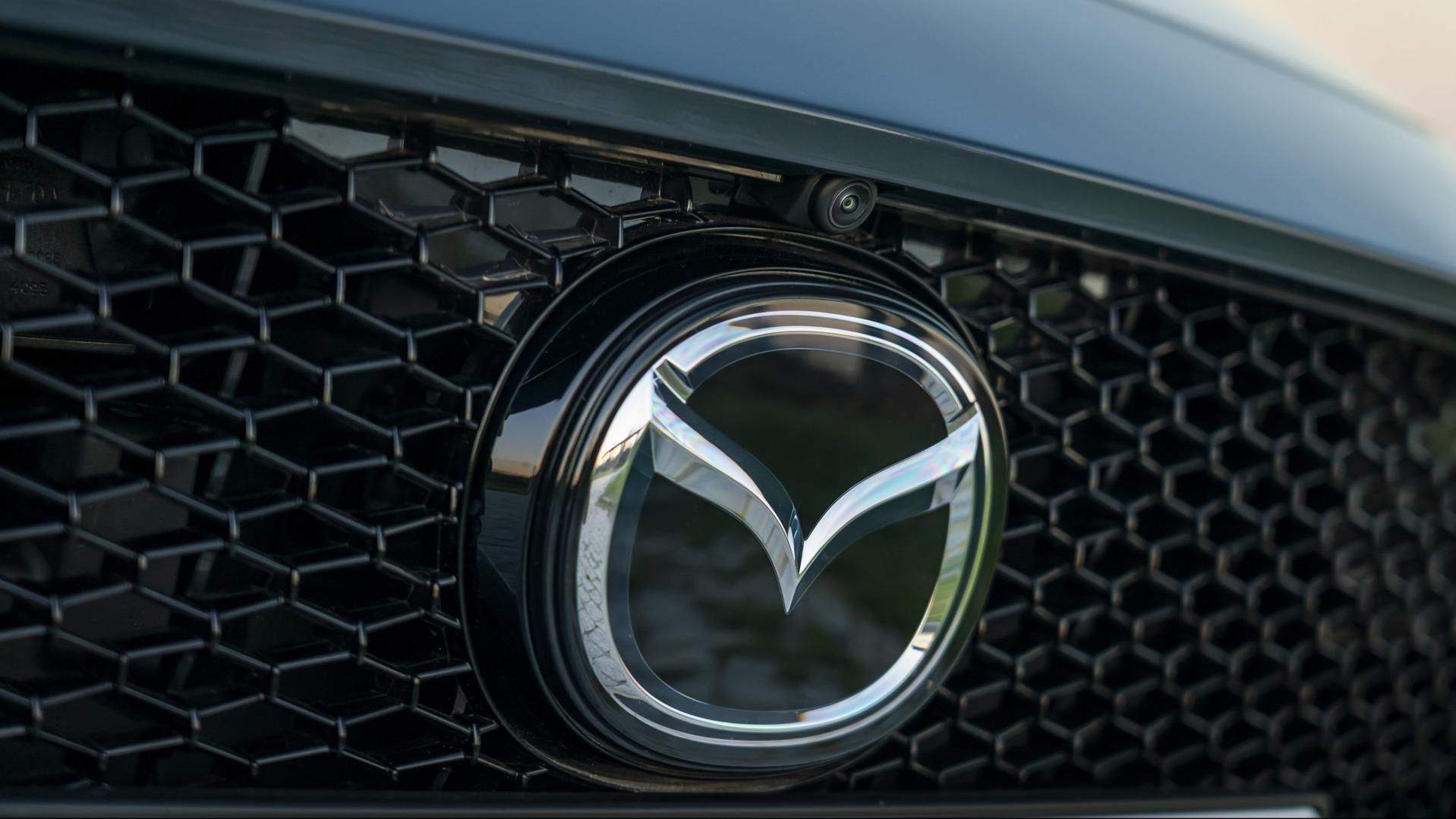 Mazda 3 2.0 SkyActiv-G 122 6MT Hatchback logo