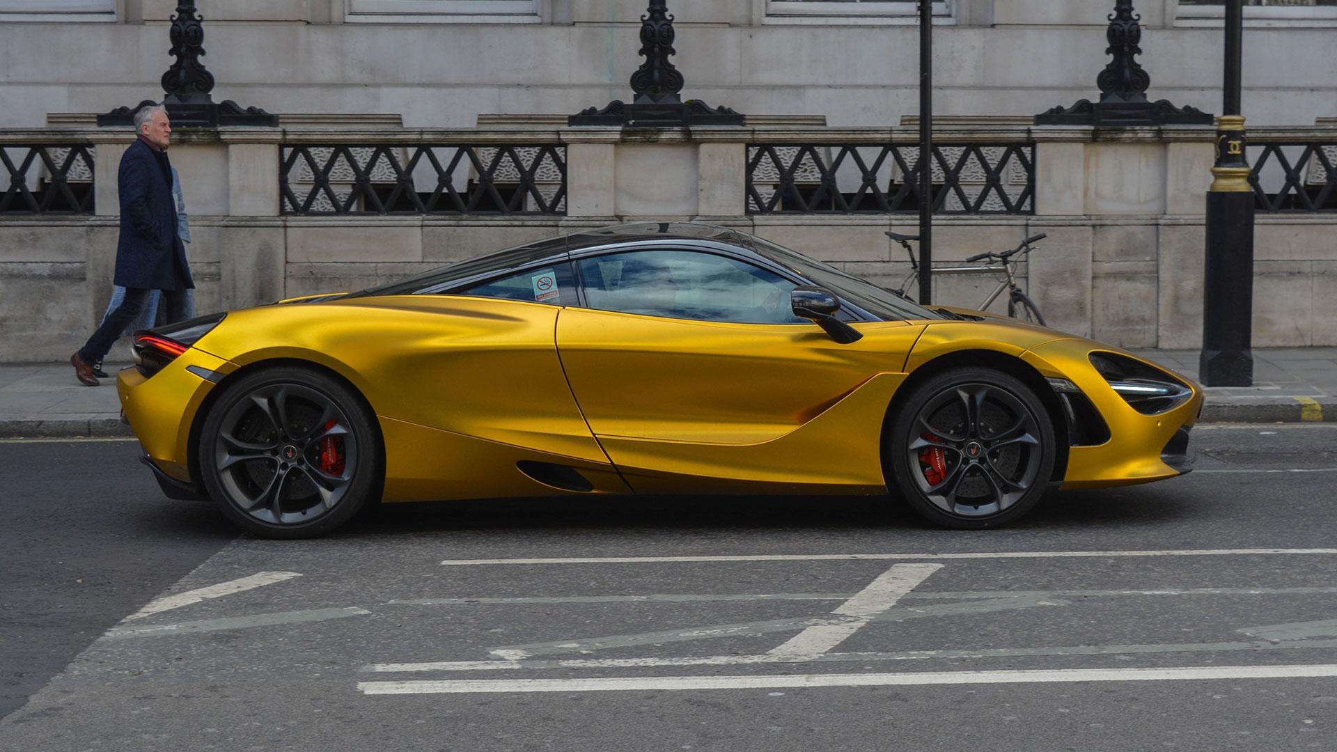 McLaren 720S goud Londen