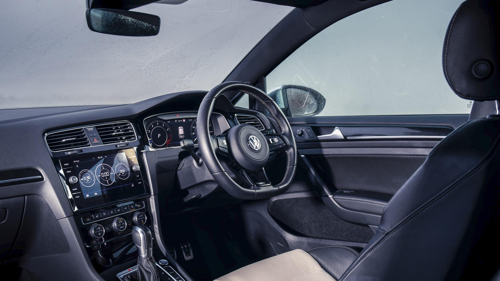 Volkswagen Golf R interieur dashboard