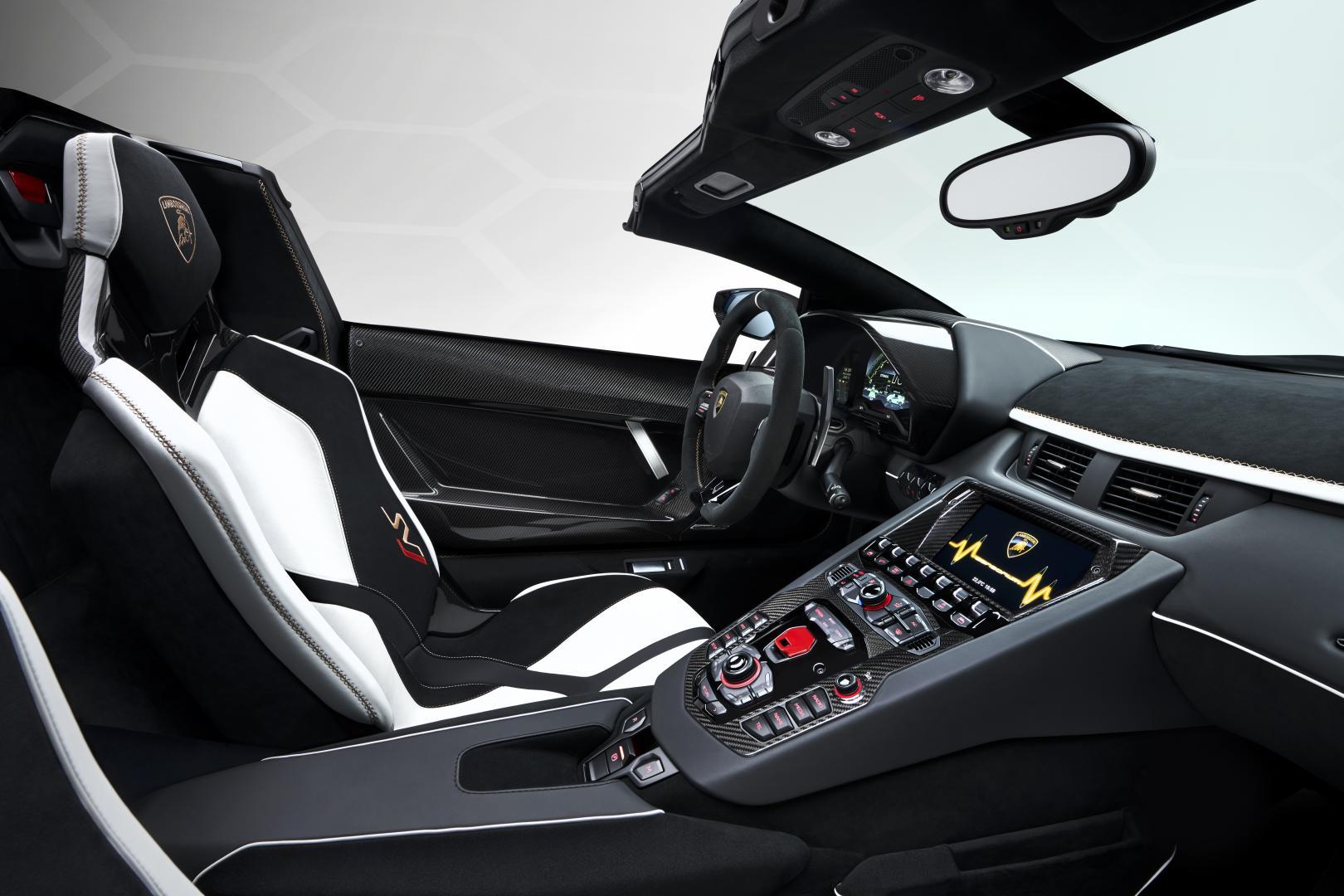 Lamborghini Aventador SVJ Roadster 2019 interieur dashboard