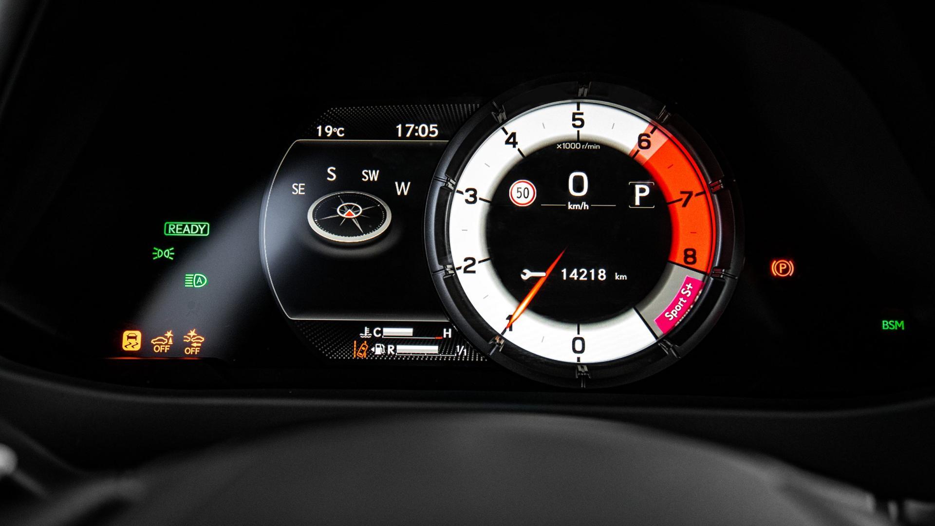 Lexus UX 250h F Sport interieur meters