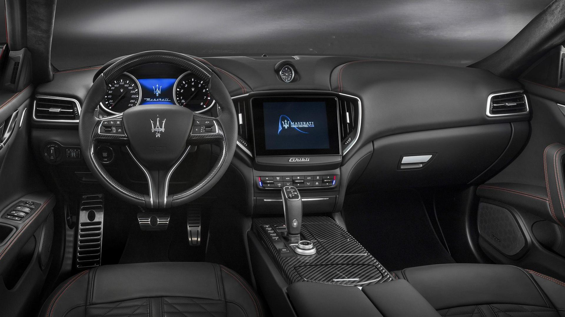 Maserati Ghibli S Q4 GranSport interieur dashboard