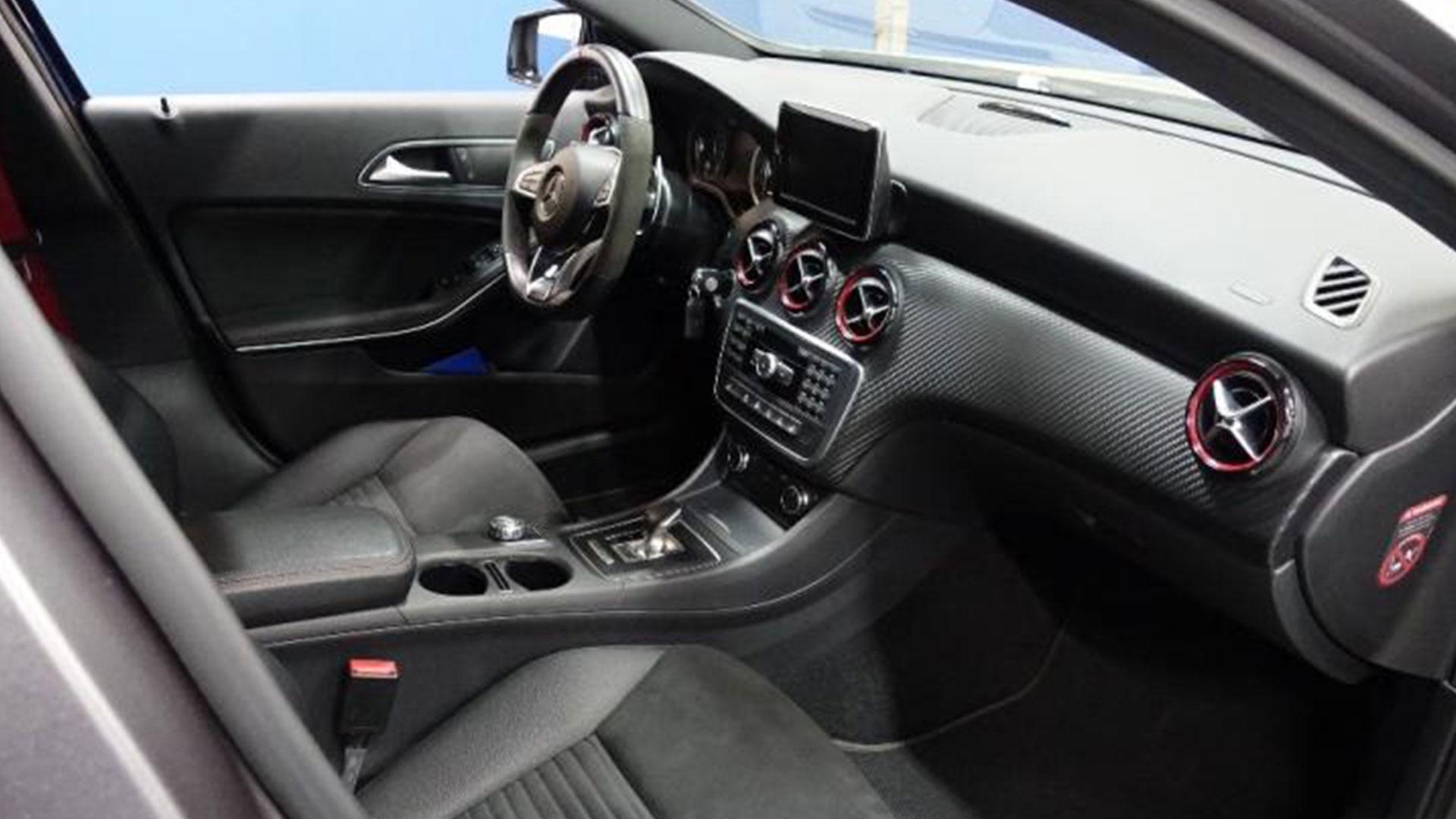 Mercedes-AMG A45 bij Domeinen