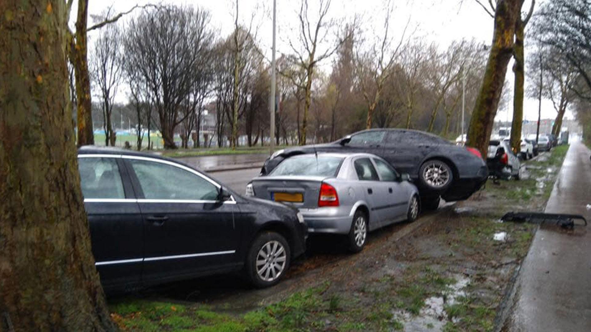 Mercedes-AMG C 63 crasht in Den Haag en Astra