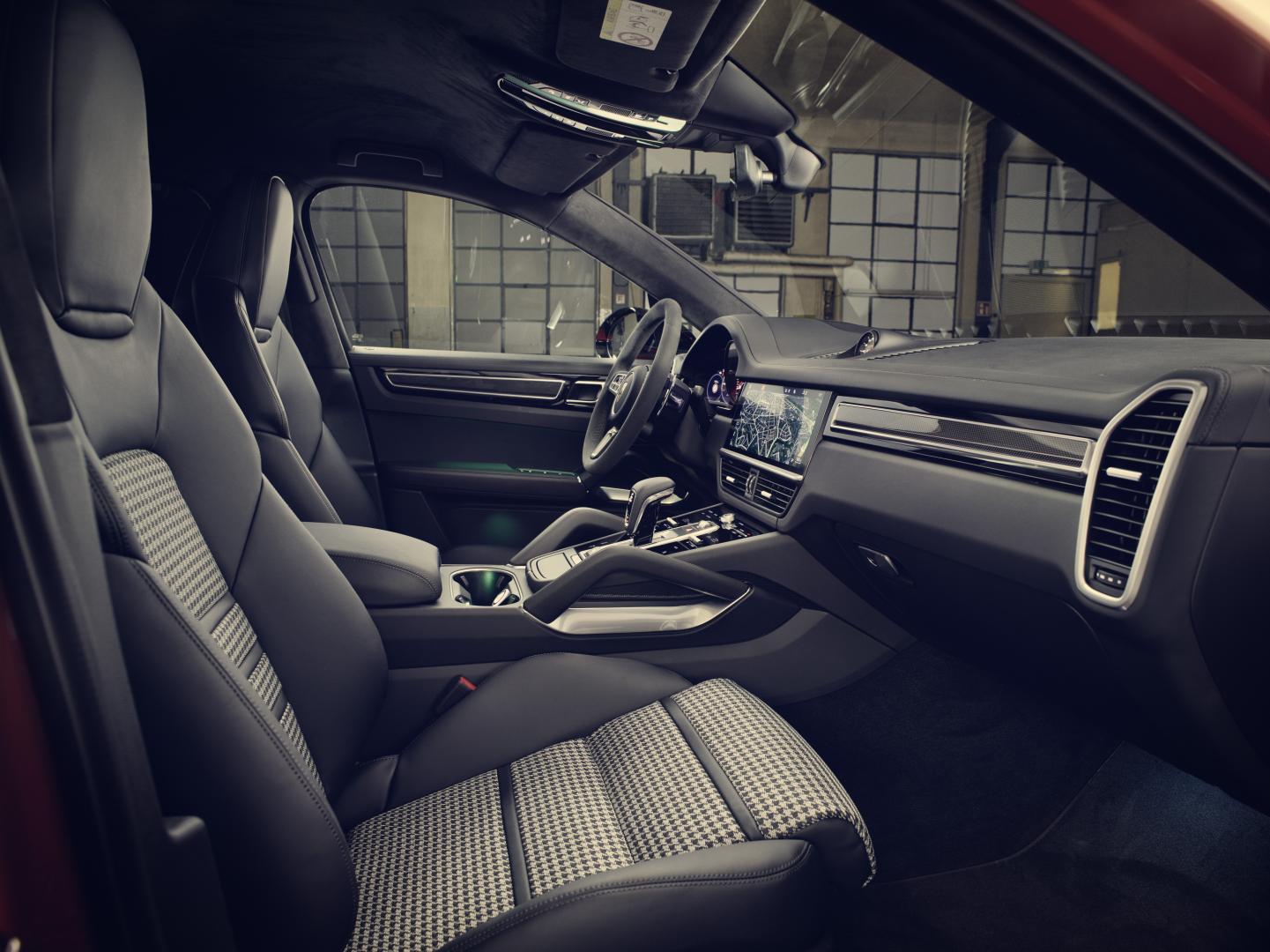 Porsche Cayenne Coupe 2019 voorstoelen dashboard