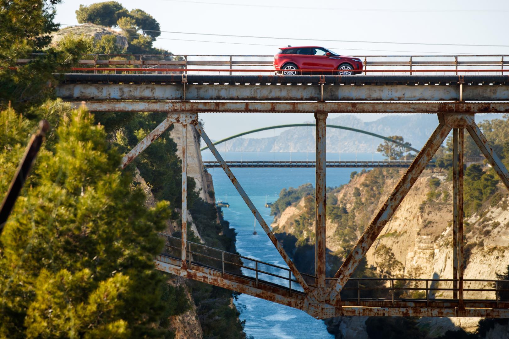 Range Rover Evoque S brug zee ravijn